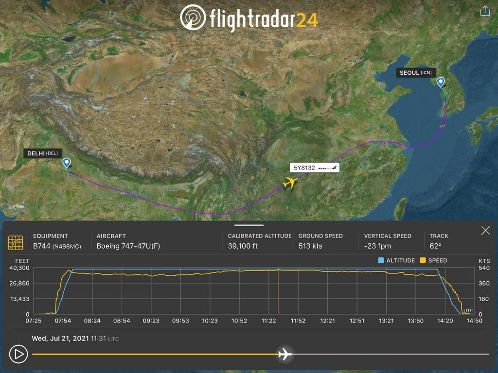 Playback screen showing timeline, flight info panel, and speed and altitude graph